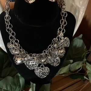 Jewelry - Stunning silver bubble heart necklace